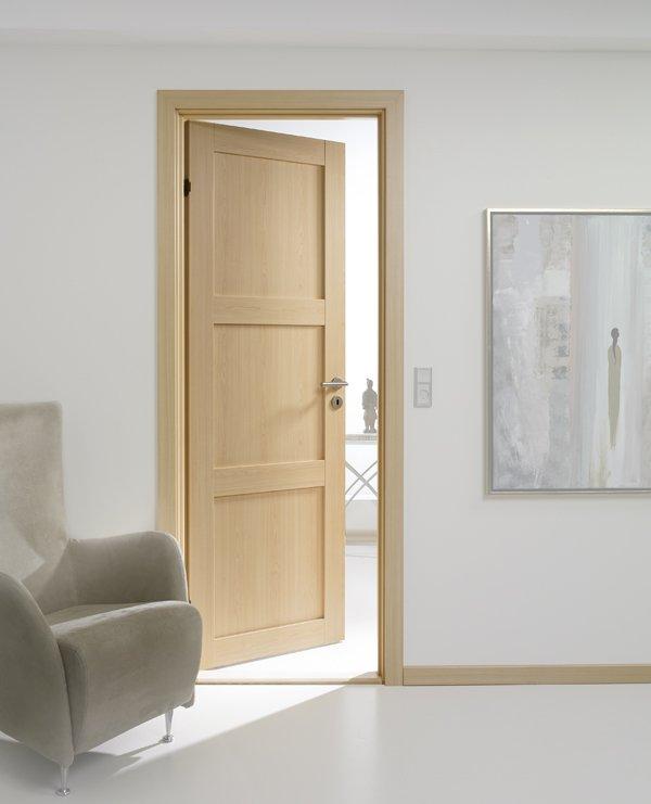Masivna lesena vrata mizarstva Peternelj in Markelj