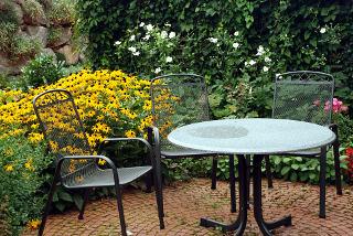 Vrtne mize, klasičen element