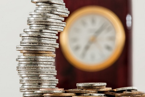 Odpravnina za določen čas pomaga premostiti obdobje brez denarnih prilivov