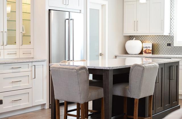 Pohištvo v kuhinji naj bo tudi uporabno, ne samo lepo