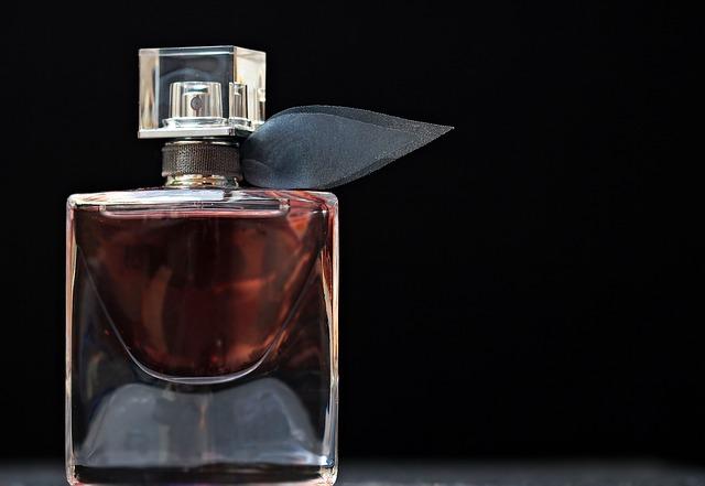Moški radi svoje ženske razvajajo s parfumi