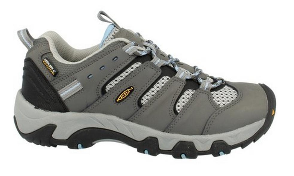 Nizki pohodni čevlji so uporabna ubutev