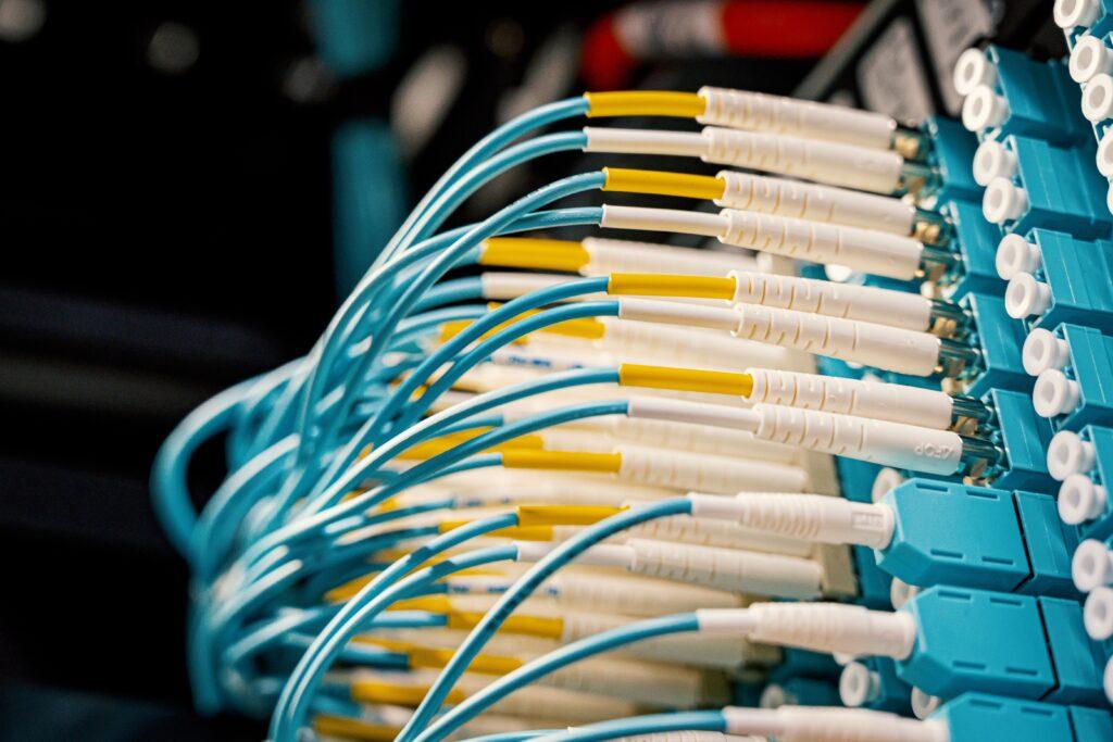 optični kabel